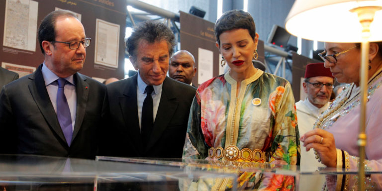 "Bahija Simou (R), curator of the exhibition ""Splendeurs de l'Ecriture au Maroc"" talks about Moroccan books to French President Francois Hollande (L), Head of the IMA Jack Lang (2ndL) and Morocco's Princess Lalla Meryem (2ndR) at the Arabic World Institute (IMA) in Paris,, France, March 22, 2017. REUTERS/Christophe Ena/Pool"