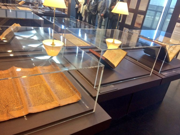 Exposition-Splendeurs-de-l-ecriture-au-Maroc-a-l-Institut-du-monde-arabe4