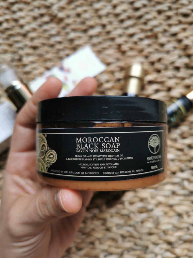 savon noir à l'huile d'argan et à l'huile essentielle d'eucalyptus
